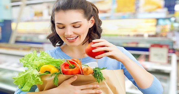 blog picture of lady grocery shopping